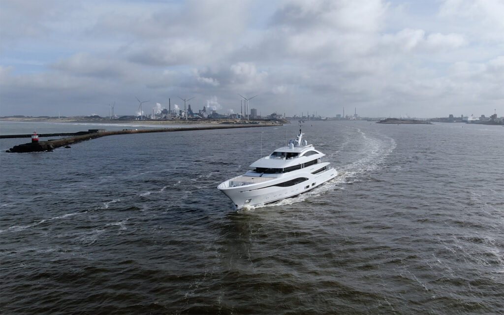 New 75m Feadship Arrow on sea trials